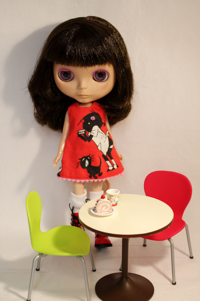 My Fancy Pansy Blythe with Re-Ment table and chairs