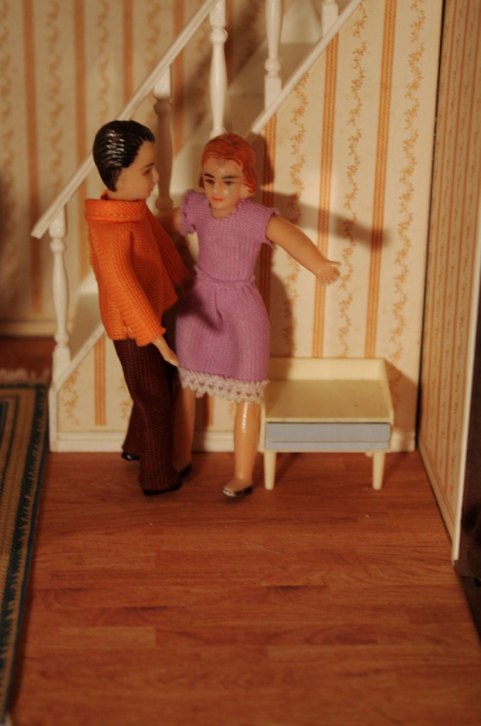 Mr and Mrs Lundby having a conversation about decorating their house