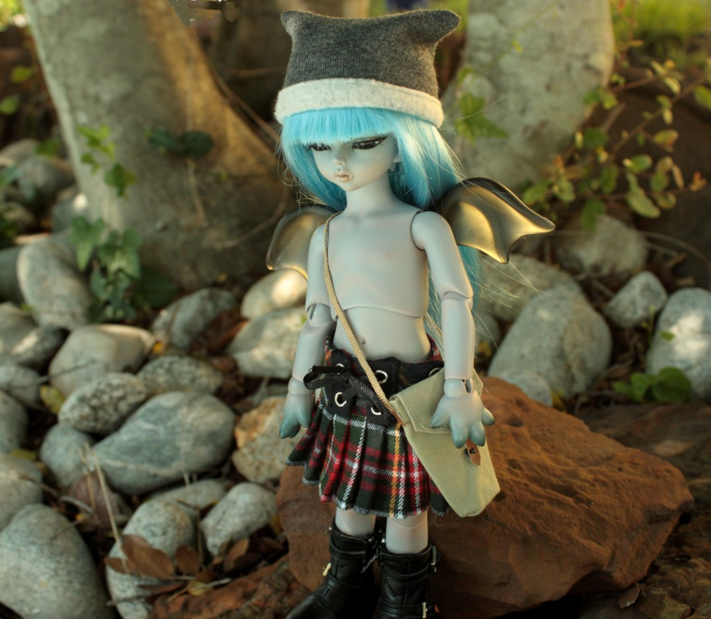 Banruu really is a poser, he wears a kilt because it makes him feel like more of a warrior.. oh yeah and he knows that he looks good wearing it.